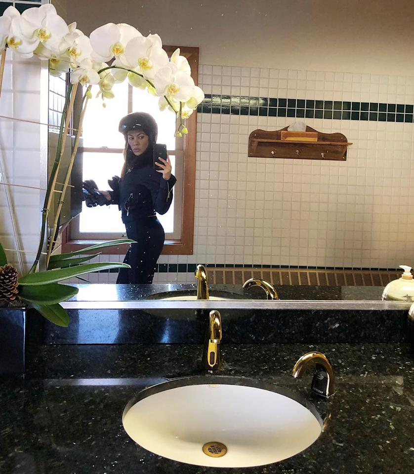 "<p>Kardashian snapped a ""ski selfie"" in the bathroom. Because she <i>is</i> a Kardashian. (Photo: <a rel=""nofollow"" href=""https://www.instagram.com/p/BdqU9LGj3xM/?hl=en&taken-by=kourtneykardash"">Kourtney Kardashian via Instagram</a>)<br /><br /></p>"