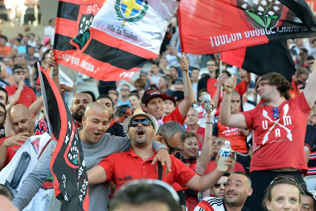Toulon's fans cheer prior to the French Top 14 rugby union semi-final match between Toulon and Stade Francais on June 5, 2015 at the Nouveau Stade in Bordeaux, southwestern France. AFP PHOTO / NICOLAS TUCATToulon's fans cheer prior to the French Top 14 rugby union semi-final match between Toulon and Stade Francais on June 5, 2015 at the Nouveau Stade in Bordeaux, southwestern France. AFP PHOTO / NICOLAS TUCAT (AFP Photo/NICOLAS TUCAT)