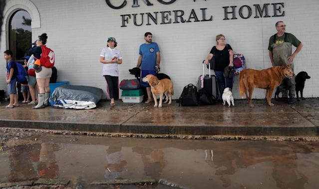 <p>People wait outside a funeral home to evacuate from flood waters from Hurricane Harvey in Dickinson, Texas Aug. 27, 2017. (Photo: Rick Wilking/Reuters) </p>