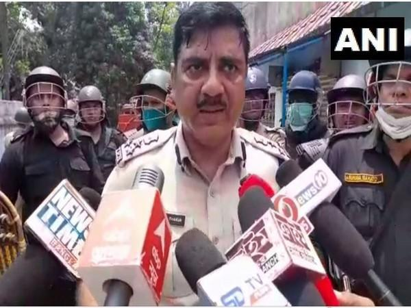 Commissioner of Police, Asansol-Durgapur, Ajay Thakur speaking to reporters on Tuesday. [Photo/ANI]
