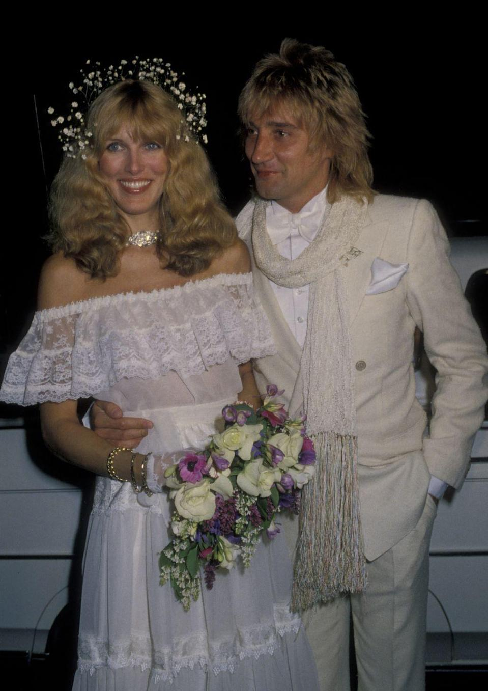 <p>For her wedding to Rod Stewart in April 1979, Alana Hamilton wore an off-the-shoulder dress and a crown of baby's breath.</p>