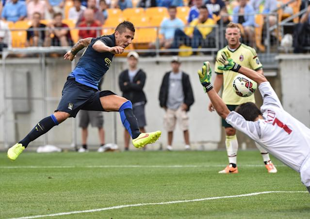 Manchester City's Stevan Jovetic scores past AC Milan goalkeeper Michael Agazzi during the match at Heinz Field in Pittsburgh on July 27, 2014 (AFP Photo/Nicholas Kamm)