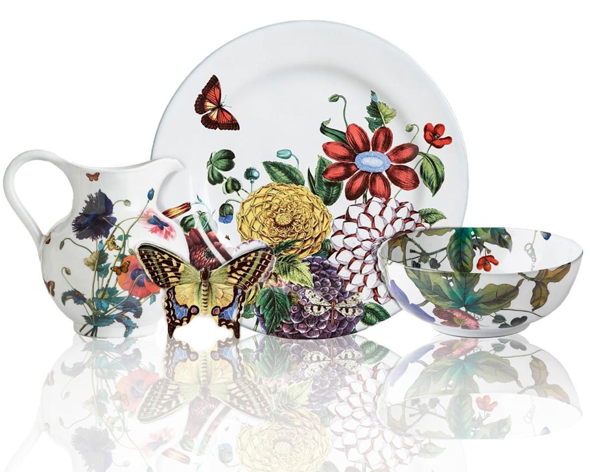 "<p>""Field of Flowers"" by Juliska, available <a href=""http://www.graciousstyle.com/buy/field-of-flowers-dinnerware#/"">here</a>. <br /></p>"
