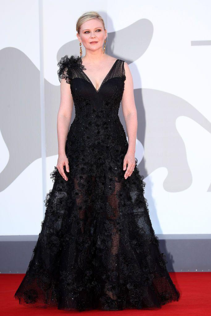 <p>Dunst wore an Armani Privé black tulle gown to the red carpet of the movie 'The Card Counter'.</p>