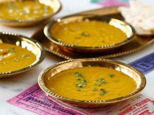 Cream of red lentil with curry soup