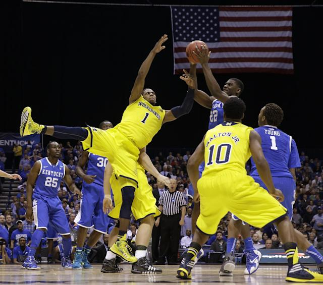 Michigan's Glenn Robinson III (1) and Kentucky's Alex Poythress (22) go after a rebound during the second half of an NCAA Midwest Regional final college basketball tournament game Sunday, March 30, 2014, in Indianapolis. (AP Photo/David J. Phillip)