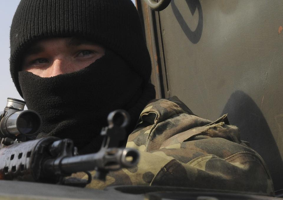 An Ukrainian soldier takes part in a military exercise near Kharkiv March 14, 2014. U.S. President Barack Obama said on Friday he still hopes for a diplomatic solution to the Ukraine crisis heading into a pivotal weekend. REUTERS/Stringer