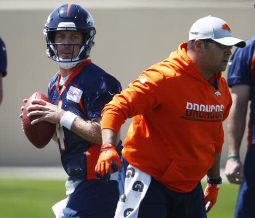 Denver Broncos quarterback Case Keenum, back, takes part in a drill during an NFL football minicamp session Tuesday, May 22, 2018, at the team's headquarters in Englewood, Colo.(AP Photo/David Zalubowski)