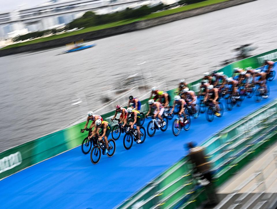 <p>Off they go! Bikers compete in the men's individual triathlon on July 26 at the Odaiba Marine Park.</p>