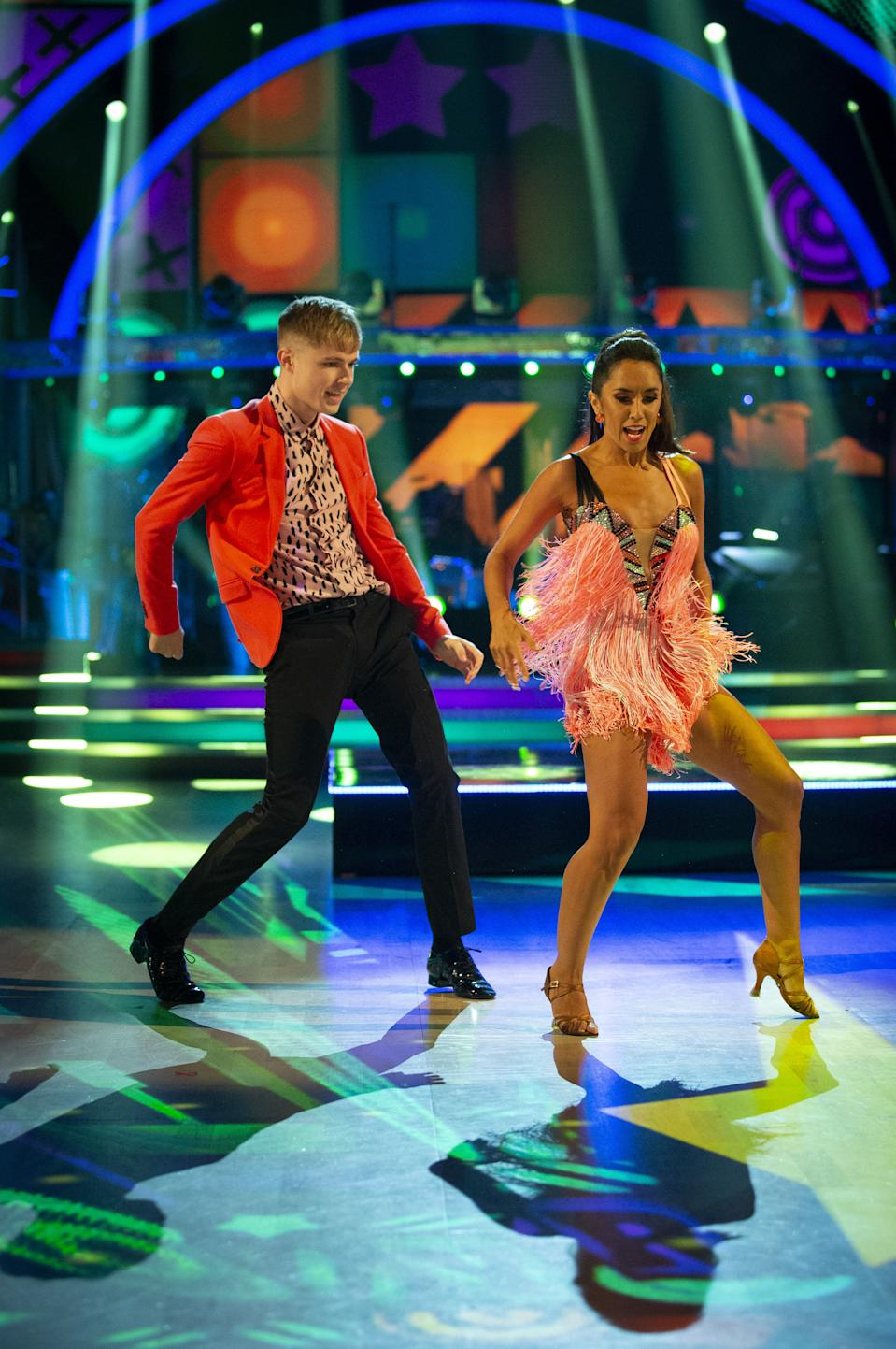 HRVY and Janette Manrara.