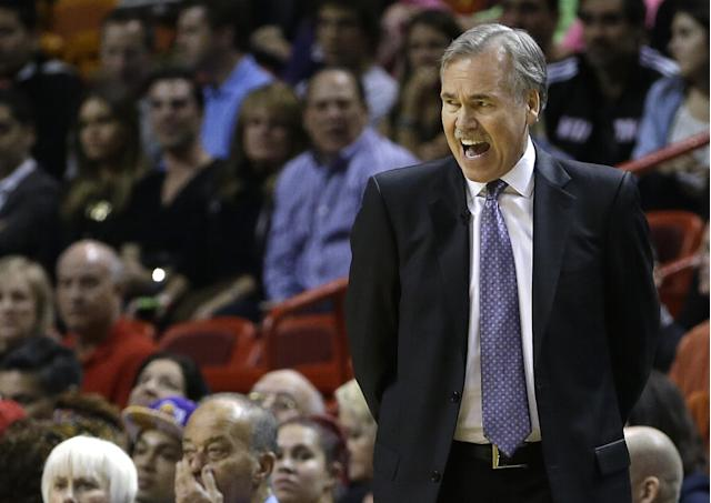 Los Angeles Lakers head coach Mike D'Antoni shouts instructions to players during the first quarter of an NBA basketball game against the Miami Heat in Miami, Thursday, Jan. 23, 2014. (AP Photo/Alan Diaz)