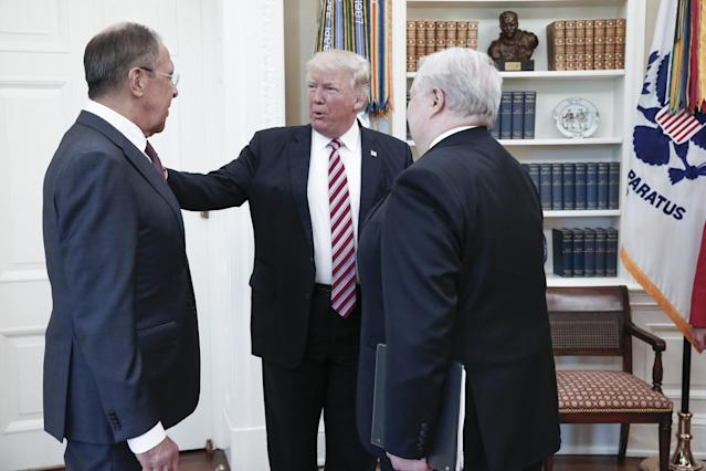 From left: Russian Foreign Minister Sergei Lavrov, President Trump, and Russian Ambassador to the United States Sergey Kislyak during a meeting in the Oval Office. (Photo: Alexander Shcherbak\Tass via Getty Images)