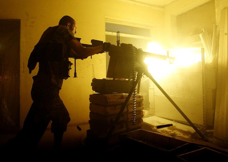 A Ukrainian soldier fires a machine gun during 2016 clashes with pro-Russian separatists in Avdiivka (AFP Photo/ANATOLII STEPANOV)