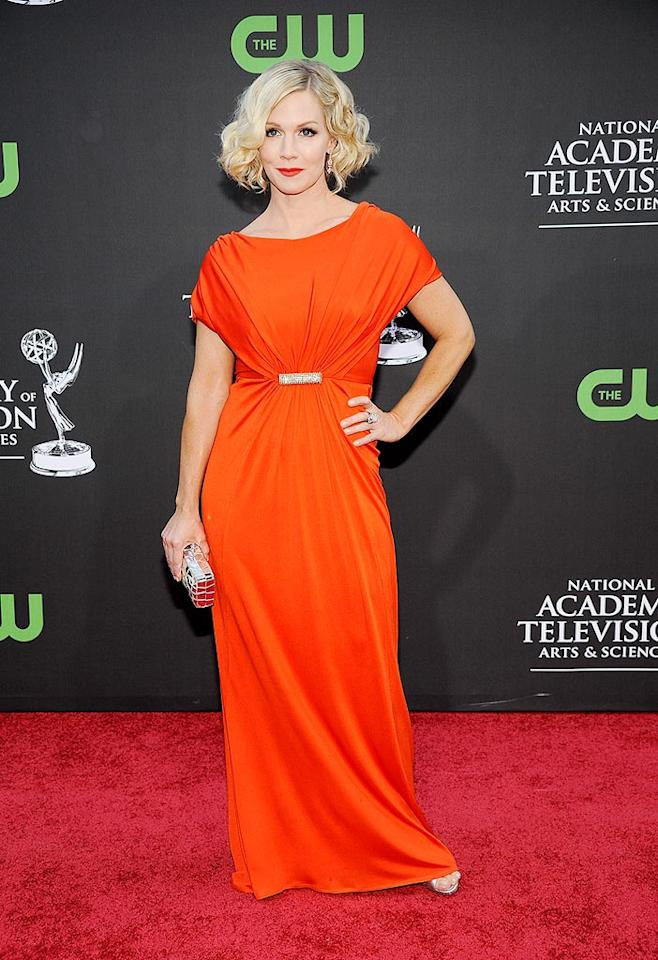 "Jennie Garth channeled old Hollywood thanks to a dramatic orange gown, sparkling brooch, and wavy coif. Frazer Harrison/<a href=""http://www.gettyimages.com/"" target=""new"">GettyImages.com</a> - August 30, 2009"
