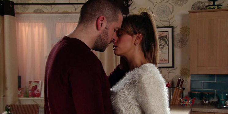 After defending her honour when Adam badmouths her in the pub, Aidan tells Maria he's fallen for her and plans to dump Eva.