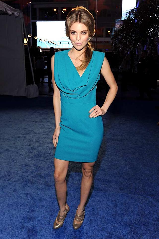 """90210"" minx AnnaLynne McCord covered her fragile-looking frame in a turquoise dress. Metallic footwear and a matronly coif completed her unfortunate outfit. Frazer Harrison/<a href=""http://www.gettyimages.com/"" target=""new"">GettyImages.com</a> - January 5, 2011"