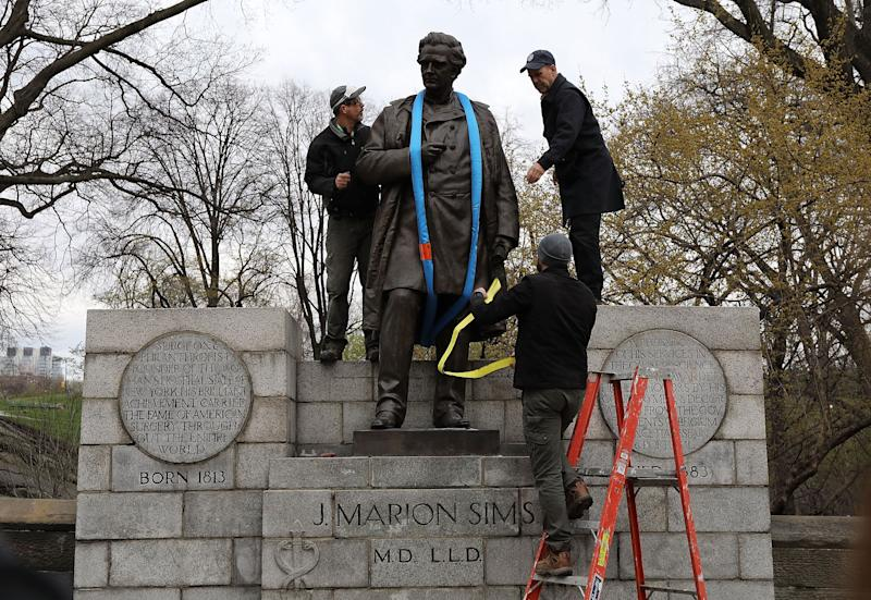 Parks Department workers place a harness over a statue of James Marion Sims before it is taken down from its pedestal at Central Park and East 103rd Street on April 17, 2018 in New York City. (Photo: Spencer Platt via Getty Images)
