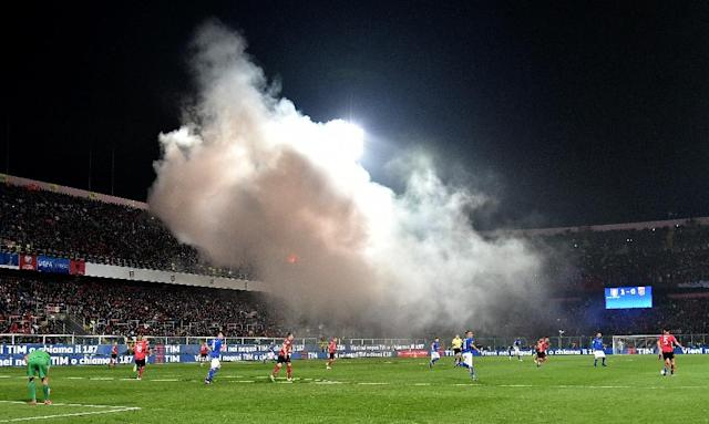 Albania's supporters throw smoke bombs and flares during the FIFA World Cup 2018 qualification football match against Italy March 24, 2017 (AFP Photo/ALBERTO PIZZOLI)