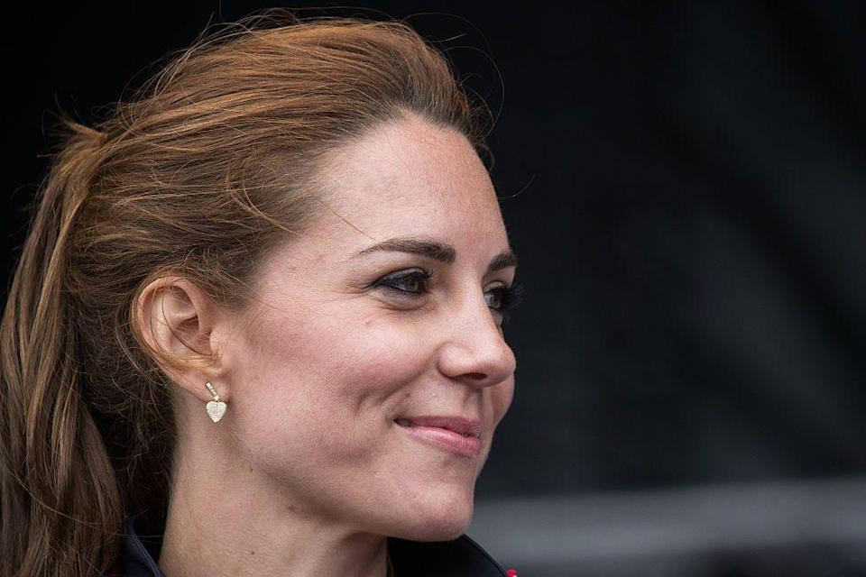 <p>Kate wore a pair of heart-shaped gold earrings to the America's Cup World Series in July 2016.<br></p>