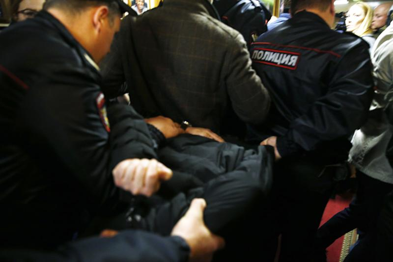Police officers detain the man who attacked Tatyana Felgenhauer, a radio journalistat the Ekho Moskvy radio station in Moscow. (Alexander Shcherbak via Getty Images)