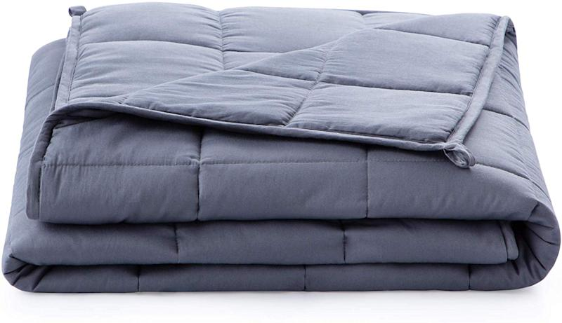 Linenspa Weighted Blanket. (Photo: Amazon)