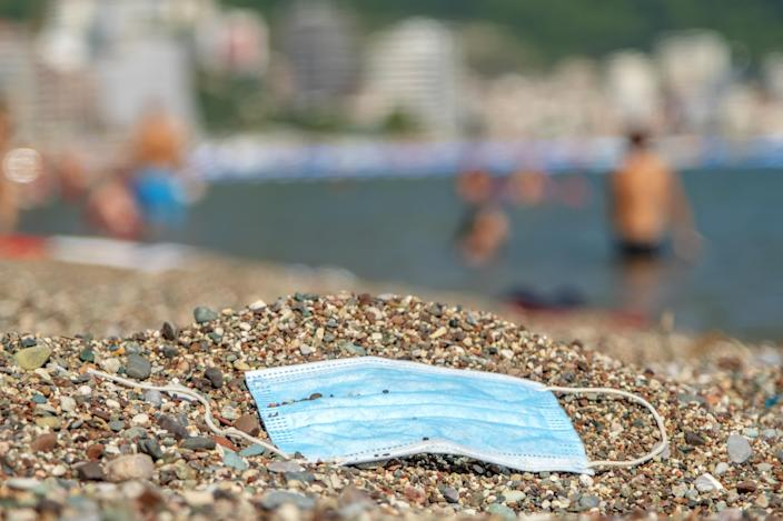 BECICI AND BUDVA, BUDVA MUNICIPALITY, MONTENEGRO - JULY 31, 2020: Discarded used face mask lies on a pebble beach. - PHOTOGRAPH BY Andrey Nekrasov / Barcroft Studios / Future Publishing (Photo credit should read Andrey Nekrasov/Barcroft Media via Getty Images)