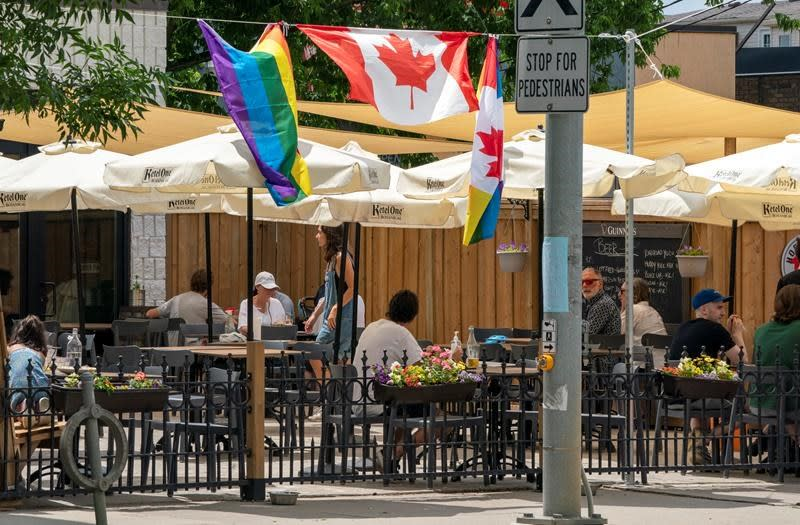 Toronto easing patio heater regulations for curbside restaurants and bars