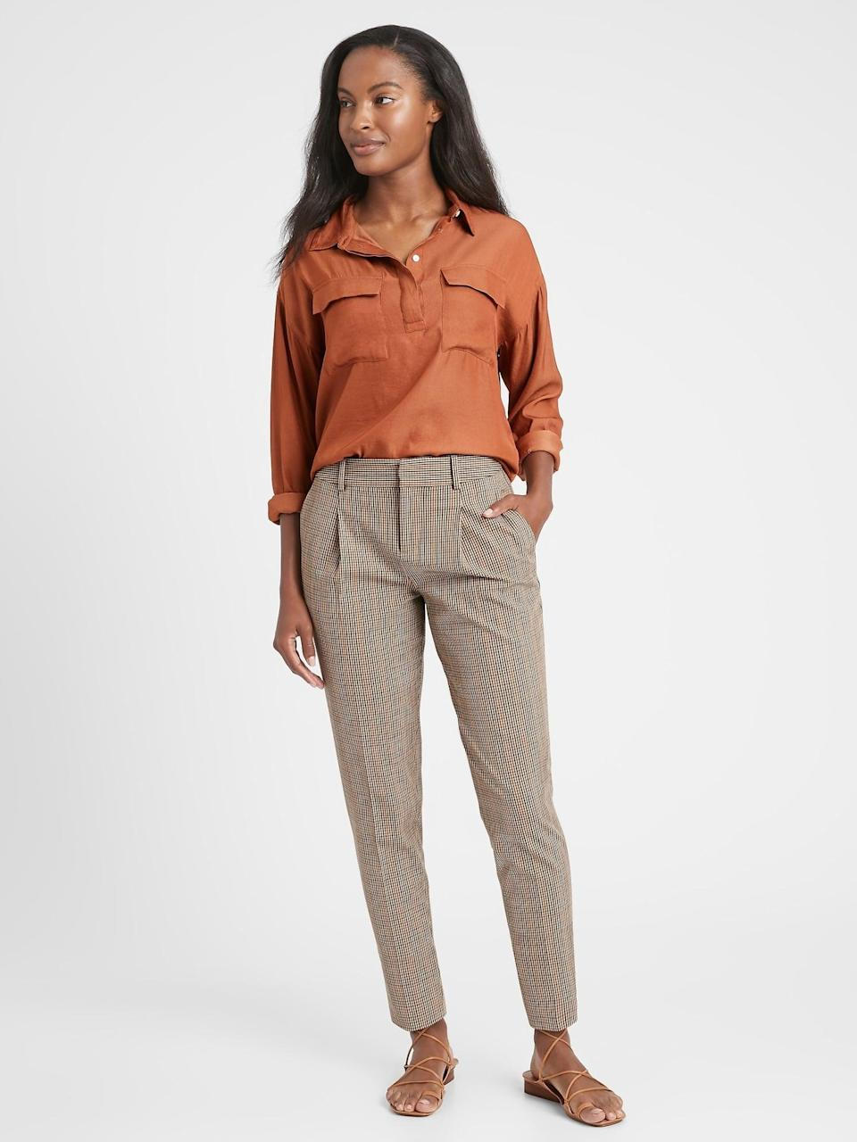 <p>Pair these <span>Banana Republic High-Rise Tapered Pant</span> ($72, originally $99) with a camel sweater and suede ankle boots!</p>