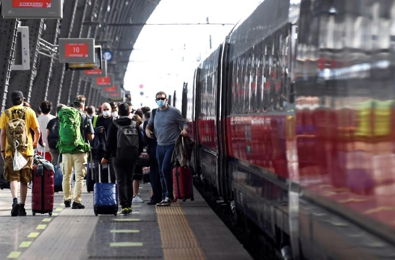 Italy allows free movement across the country following the coronavirus outbreak in Milan