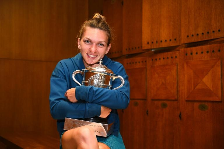 Champion: Simona Halep with the French Open trophy