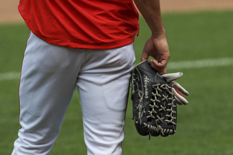 Votto, Reds resume with unsettled feelings as workouts start