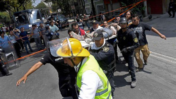 PHOTO: Rescuers carry on a stretcher a person wounded during a quake in Mexico City, Sept. 19, 2017. (Ronaldo Schemidt/AFP/Getty Images)