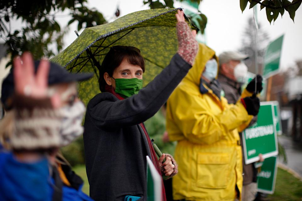 B.C. Green Party Leader Sonia Furstenau campaigns with supporters in Duncan, B.C., on Oct. 23, 2020.  (Photo: Chad Hipolito/THE CANADIAN PRESS)