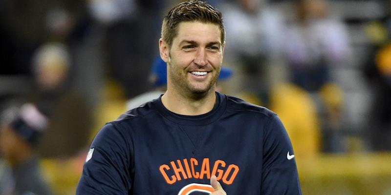 Former Bears QB Jay Cutler grabs the spotlight in