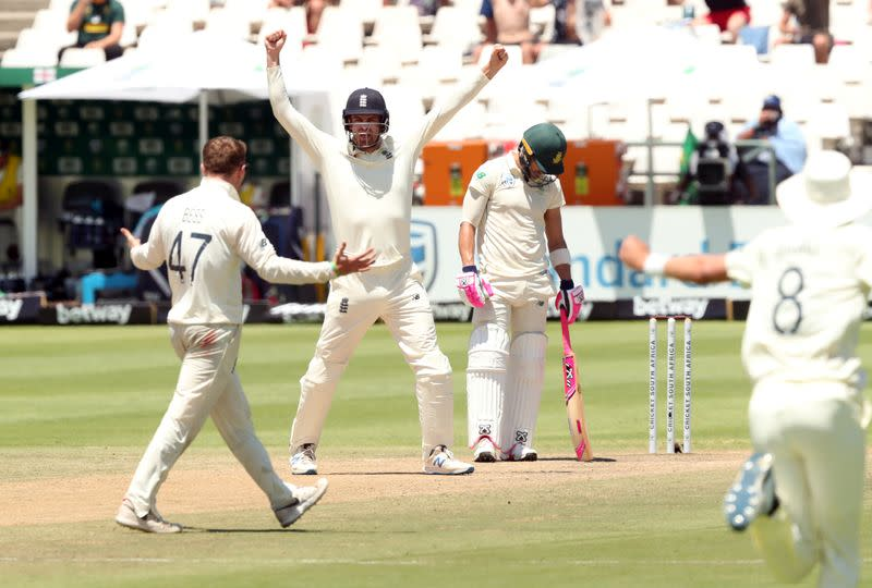 Stubborn South Africa stall England victory charge at Newlands