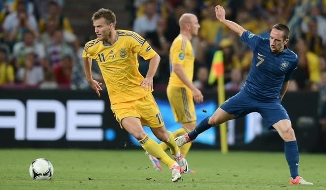 Ukrainian forward Andriy Yarmolenko  (L) vies with French midfielder Franck Ribery during the Euro 2012 championships football match Ukraine vs France on June 15, 2012 at the Donbass Arena in Donetsk.     AFP PHOTO/ FRANCK FIFEFRANCK FIFE/AFP/GettyImages