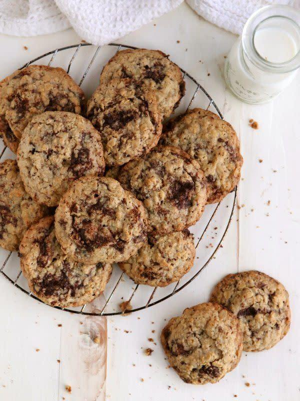 <strong>Get the <span>Flourless Oatmeal Chocolate Chunk Cookies recipe</span>from Completely Delicious</strong>