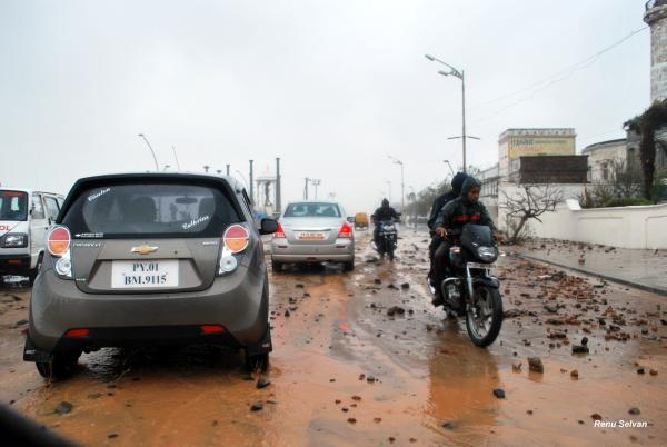 Motorists negotiate a rubble-strewn Goubert Avenue in Puducherry hours after Cyclone Thane made landfall causing widespread devastation. Photo by Yahoo! reader Renu Selvan