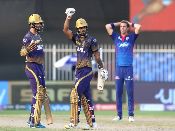 KKR players in action against DC (Photo: Twitter/IPL)
