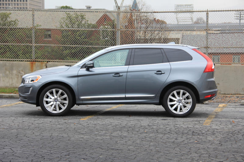 the 2017 volvo xc60 t6 awd inscription is one swift swede. Black Bedroom Furniture Sets. Home Design Ideas