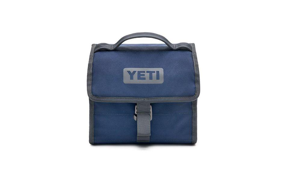 """<p><strong>Yeti</strong></p><p>yeti.com</p><p><strong>$79.99</strong></p><p><a href=""""https://go.redirectingat.com?id=74968X1596630&url=https%3A%2F%2Fwww.yeti.com%2Fen_US%2Fdaytrip-lunch-bag%2FYDT.html&sref=https%3A%2F%2Fwww.menshealth.com%2Fnutrition%2Fg32842322%2Fbest-lunch-box-for-men%2F"""" rel=""""nofollow noopener"""" target=""""_blank"""" data-ylk=""""slk:BUY NOW"""" class=""""link rapid-noclick-resp"""">BUY NOW</a></p><p>And here's your middle road. It's a soft cooler with ample space for a satisfying lunch—and a buckle to ensure that no one makes it less so by pilfering from it.</p>"""