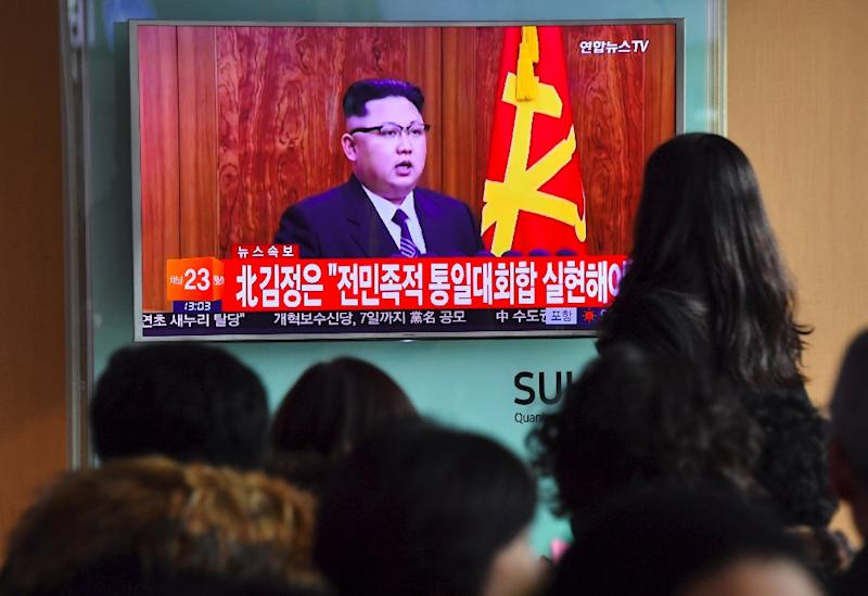 People watch a television news broadcast at a railway station in Seoul on January 1, 2017 showing North Korean leader Kim Jong-Un's New Year's speech (AFP Photo/JUNG Yeon-Je)