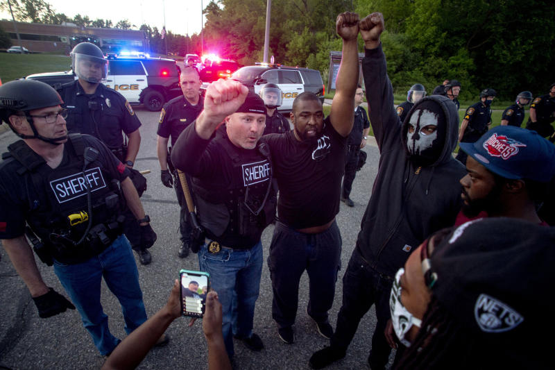 Cops showing solidarity with George Floyd protesters