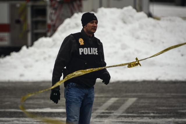 A police officer secures the area after a shooting at a shopping mall in Columbia, Maryland January 25, 2014. Three people died in a shooting at a large shopping mall outside of Baltimore, Maryland, on Saturday, and one of the dead was believed to be the shooter, police said. REUTERS/James Lawler Duggan (UNITED STATES - Tags: CRIME LAW)