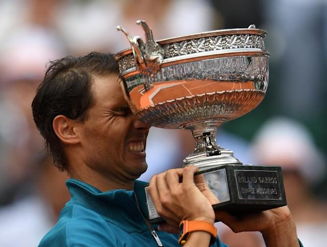 Hello again: Rafael Nadal holds La Coupe des Mousquetaires for the 11th time (AFP Photo/Eric FEFERBERG)