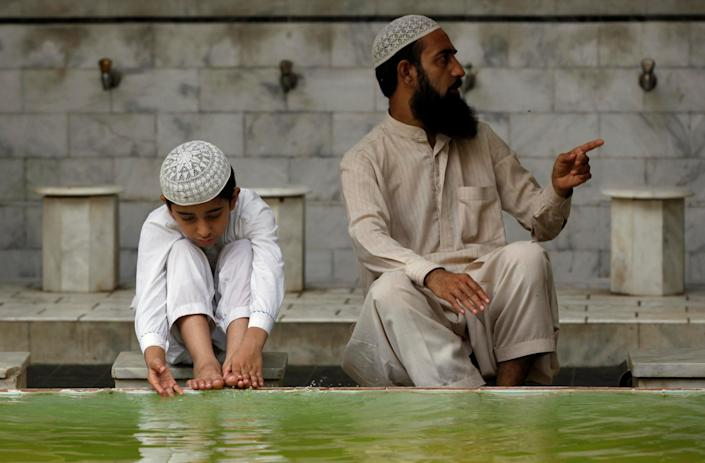 A boy performs ablution before Friday prayers at a mosque during a Muslim holy month of Ramadan in Karachi, Pakistan June 16, 2017. REUTERS/Akhtar Soomro
