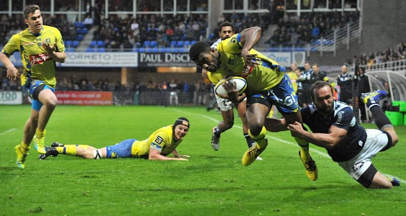 Noa Nakaitaci (centre) set up a try for Julien Vardy as Clermont beat Exeter Chiefs 35-8