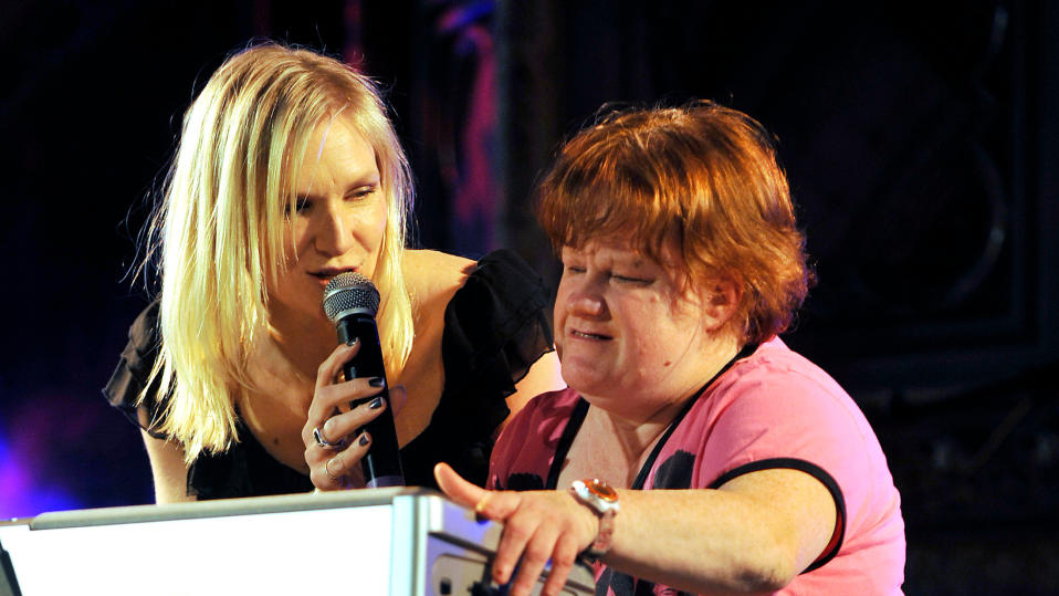 Jo Whiley and her sister, Frances, introduce Newton Faulkner, as part of the 2009 Mencap Little Noise Sessions. (Credit: PA)