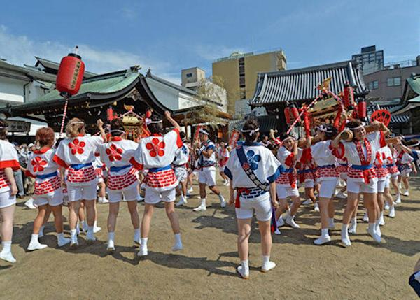 ▲ Around 80 women are selected to take part by audition (Photo courtesy of Osaka Tenmangu Shrine)