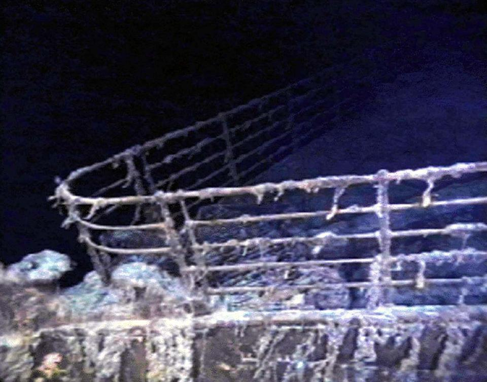 The port bow railing of the RMS Titanic lies in 12,600 feet of water about 400 miles east of Nova Scotia as photographed August 10, 1996, as part of a joint scientific and recovery expedition sponsored by the Discovery Channel and RMS Titantic. Scientists plan to illuminate and then raise the hull section of this legendary ocean liner later this month.  ? QUALITY DOCUMENT